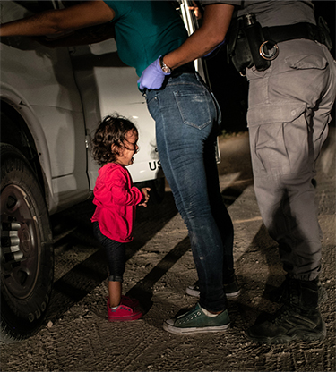 john moore crying girl on the border world press photo of the year